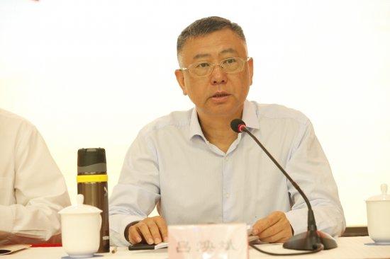 ▲湖南广播电视台党委书记、台长,集团公司党委书记、董事长吕焕斌致开幕辞