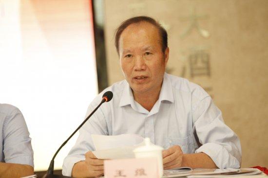 ▲省广播电视协会第六届理事会会长王维作履新发言